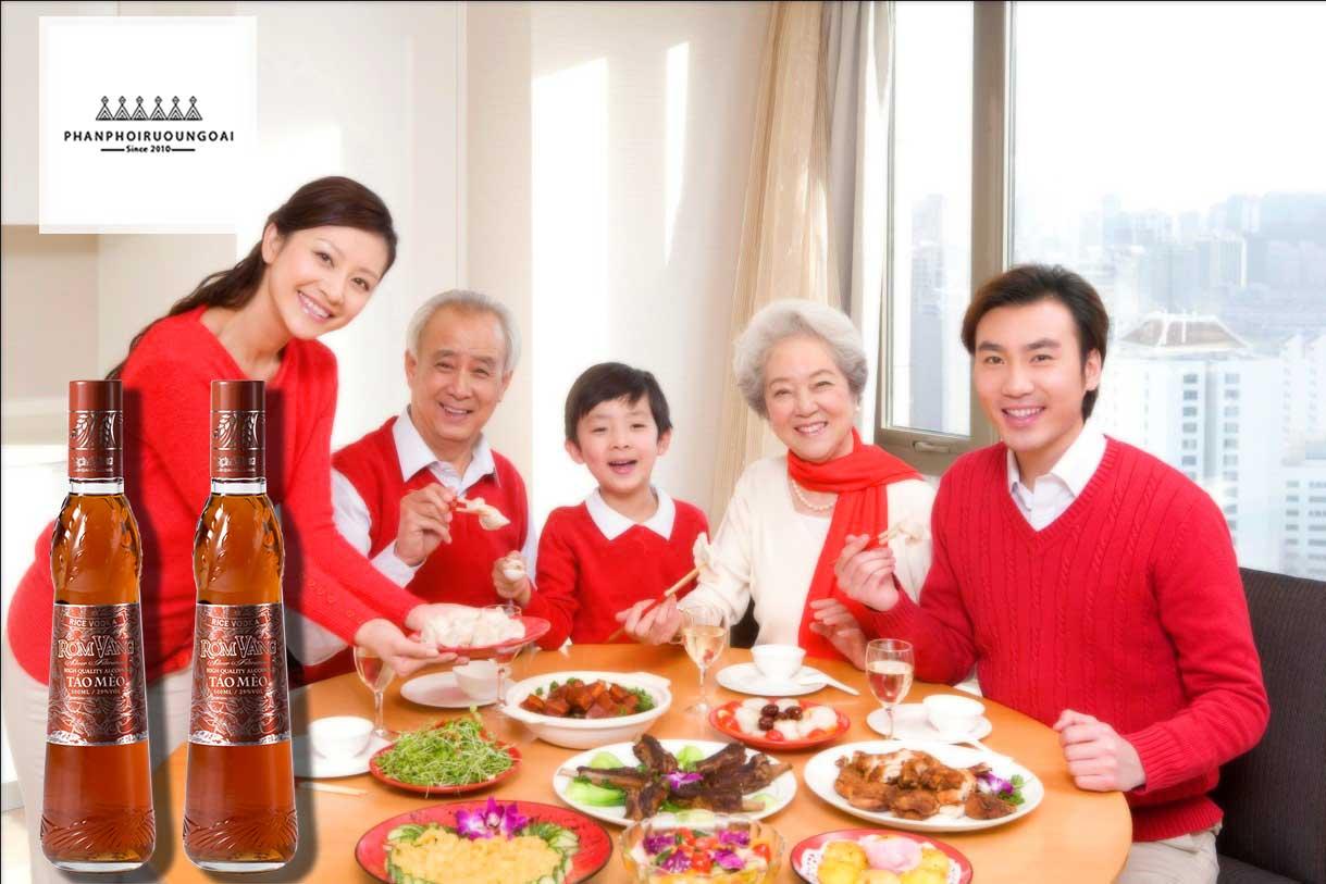 Bữa cơm gia đình ngon hơn với rượu táo mèo rơm vàng