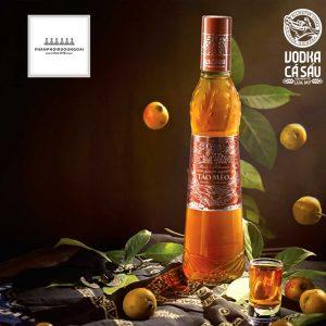 Hình ảnh quảng cáo của rượu táo mèo rơm vàng
