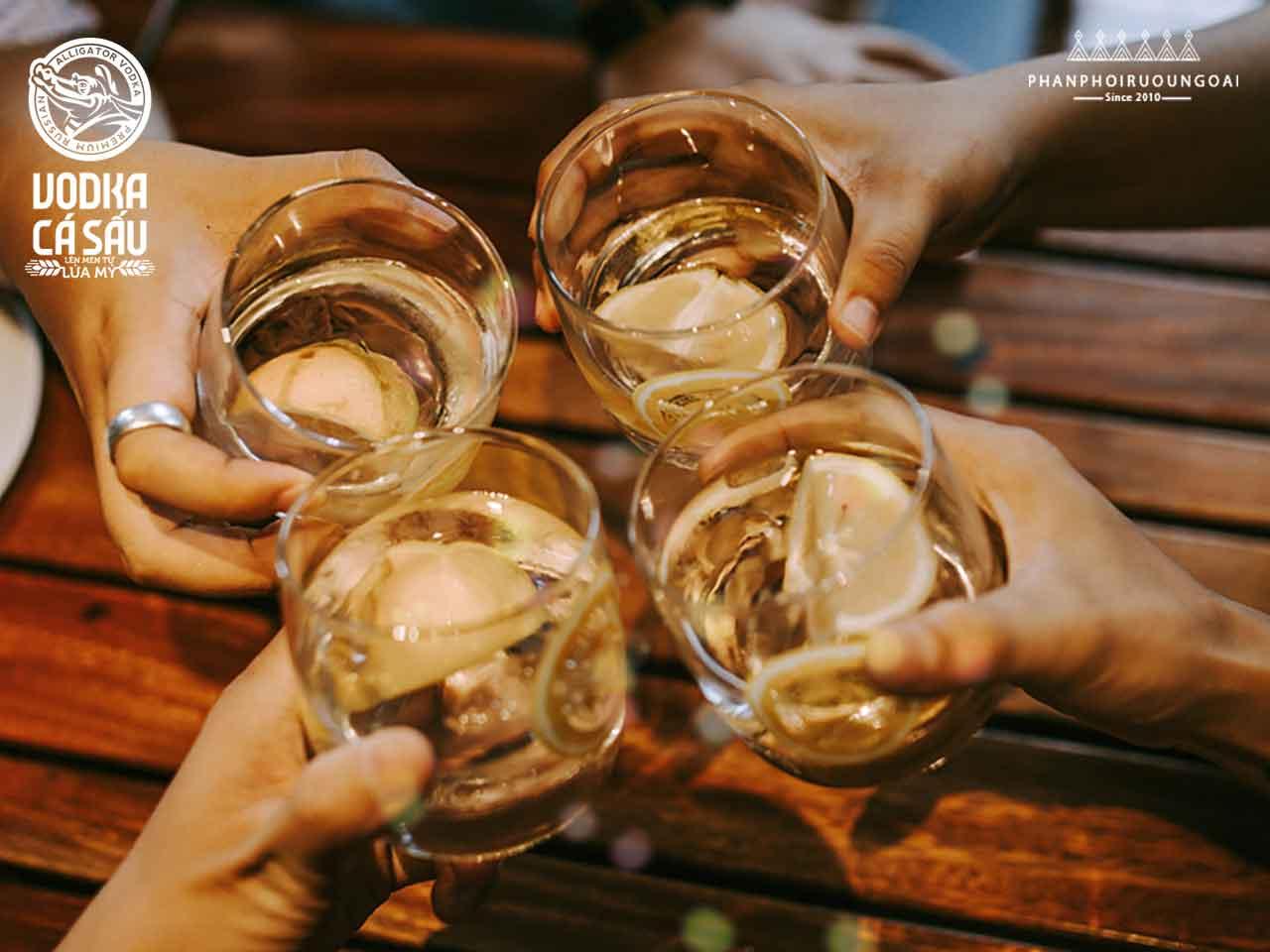 Những ly rượu cá sấu chanh bên bạn bè phá tan cái nóng của ngày hè oi ả