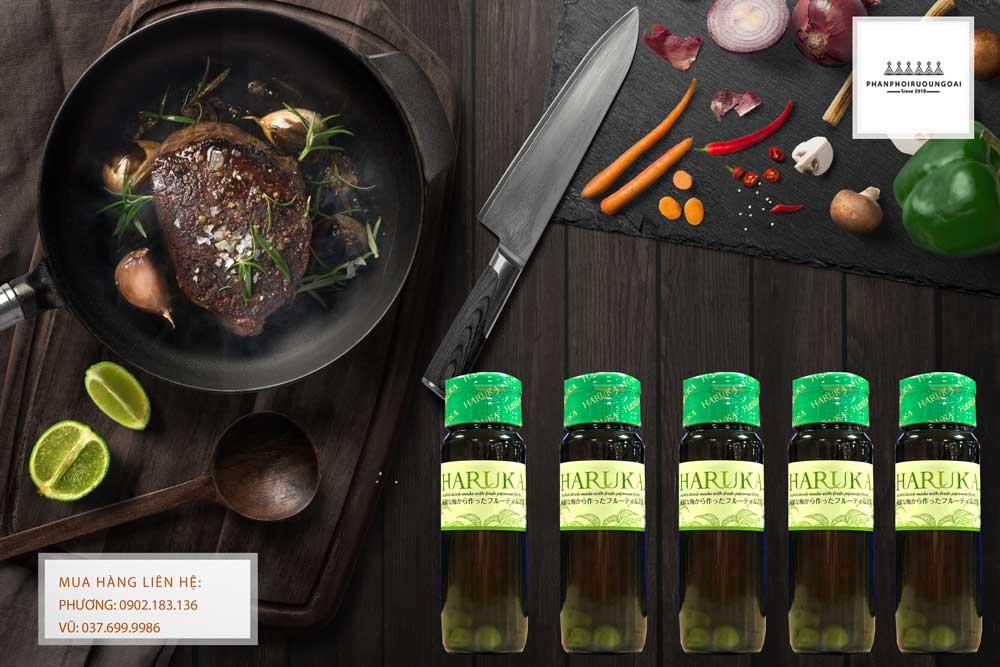 Rượu Mơ Haruka 750 ml và thịt bò bít tết
